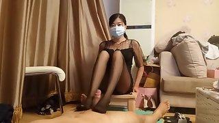 chinese femdom blooper shoe sniffing pantyhose footjob cumshot