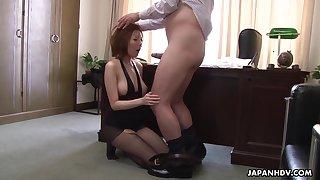 Busty Japanese secretary Yuna Hirose gives her big wheel a blowjob